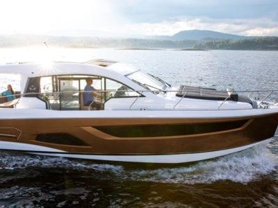 Motorbåt - Sealine-C390